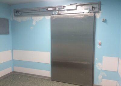 Porta pedonale automatica per sala operatoria ospedale